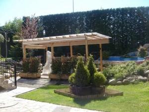 Jardín con pergola